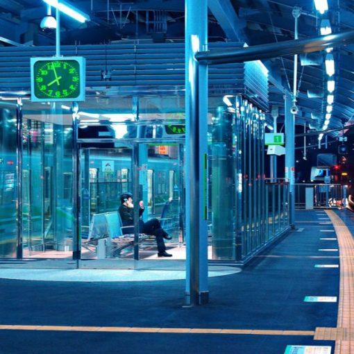 Luci blu nelle stazioni del Giappone